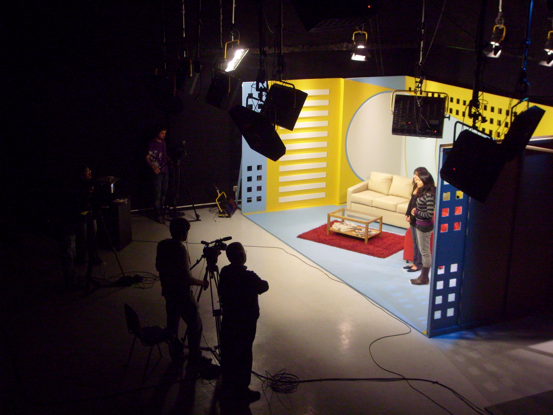 Uno de los sets durante la grabación del primer programa