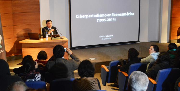 """Ramón Salaverría expuso sobre su libro """"Ciberperiodismo en Iberoamérica"""""""