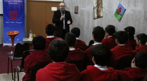 Carlos Basso compartió con estudiantes del Colegio Andrés Bello de Chiguayante