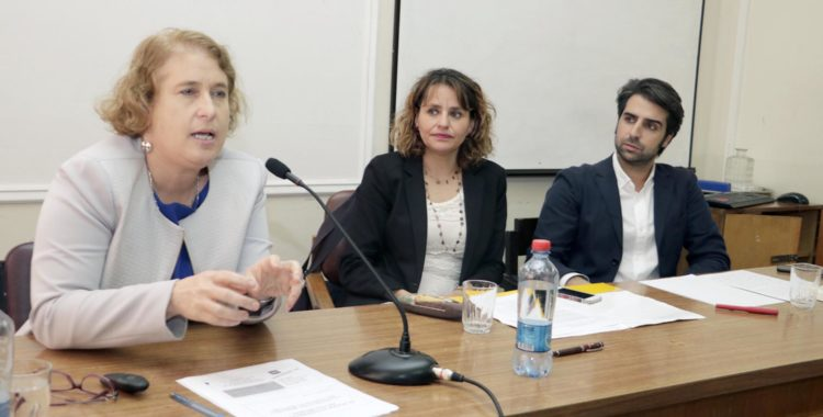 Corresponsal de Huffington Post expuso en seminario sobre política y medios de comunicación