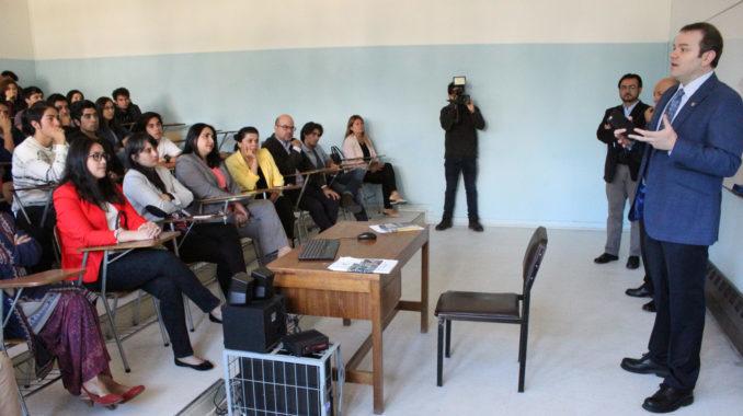 Profesor Sergio Hernández asumió como nuevo Vicedecano de la Facultad de Ciencias Sociales