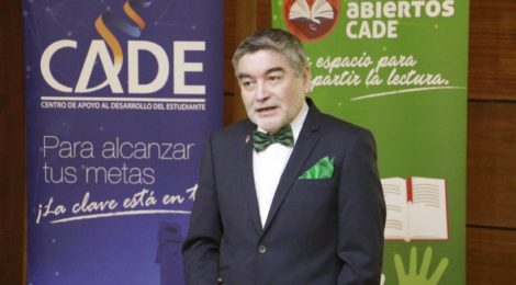 Profesor Tito Matamala participó en conversatorio literario organizado por el Cade