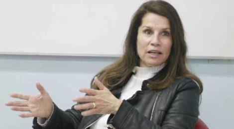 Estudiantes de Periodismo conversaron con la escritora Patricia Cerda